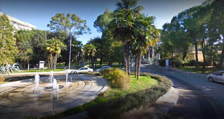 Drammatica sparatoria all'alba in Piazza Aldo Moro: colpi di pistola tra banditi e vigilantes