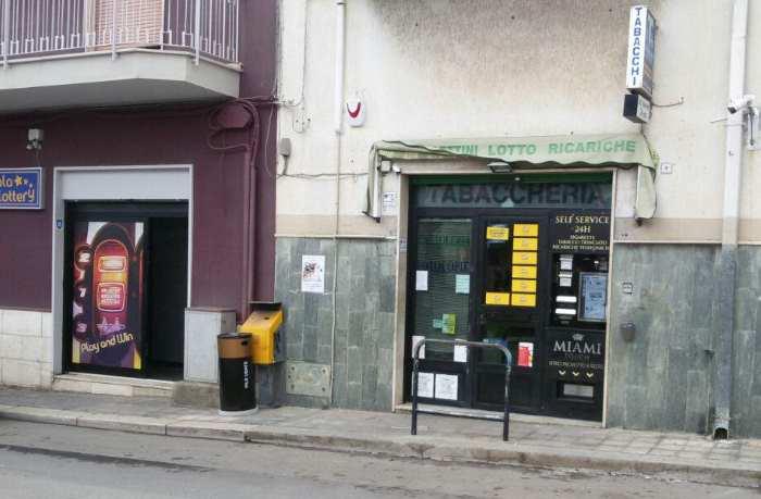 """Furto in tabaccheria, ladri messi in fuga da Vigilantes """"La Fonte"""" e Carabinieri"""